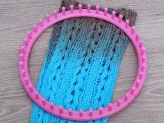 Dutch tutorial with english translation. How to make a shawl on a knitting loom with braids. Quick and easy to make! (beginner friendly)