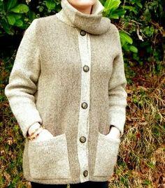 Veste Col écharpe 100% laine des Pyrénées. Le col se transforme au choix : en écharpe confortable ou se porte agréablement le long du buste. Pulls, Sweaters, Fashion, Cars, Dress, Moda, Fashion Styles, Sweater, Fashion Illustrations