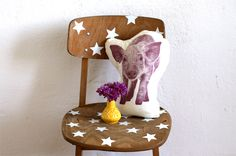 DIY: kids chair with white stars