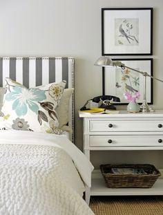 para bedroom LH. bed rayas mas finas. almohadones print y tejidos aqua. cover y sham grises. cortinas ikat grey.