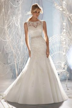 Vintage Fit and Flared V Back Chapel Train Tulle Lace Wedding Dress