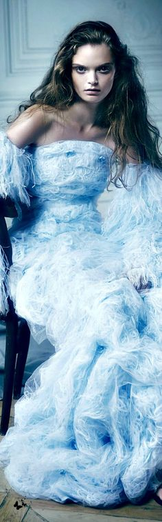 Chanel Haute Couture Fashion and Designer Style Dress Couture, Couture Fashion, Style Bleu, Fashion Fotografie, Bleu Pale, Chanel, Color Azul, Blue Fashion, Beautiful Gowns