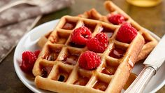 NOVA RECEITA Vamos preparar uns deliciosos Waffles para o pequeno-almoço? Pode acompanhar com frutas, chocolate negro ou mel! #Waffles #receitas #pequenoalmoço