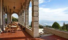 Venha passar uns dias na Pousada Monte de Santa Luzia, uma edifício quase centenário, que evoca o charme das férias em Biarritz e San Sebastián, com uma das vistas mais bonitas de Portugal – e do mundo.Deixe-se levar pela sofisticação e pela localização de uma das Pousadas mais surpreendentes do País.