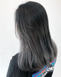 Ideas dyed hair blue curly for 2020 Ash Grey Hair, Grey Hair Wig, Brown Ombre Hair, Ombre Hair Color, Cool Hair Color, Black And Grey Hair, Grey Blonde, Cabelo Rose Gold, Korean Hair Color