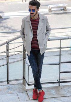 【秋】赤チャッカブーツ×ベージュPコート×ジーンズの着こなし(メンズ) | Italy Web