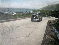 Hermosa imagen de La Carretera Caracas La Guaira. La Imagen debe ser entre los años 1948 - 1950.  Sector La Alcabala, detrás de lo que es hoy los bloques de Diez de Marzo   Agradecemos al Blog delcampe, por tan excelente postal de la época.