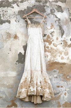 magnificent wedding dress with gold embellishment Ana Rosa Vintage Outfits, Vintage Fashion, Vintage Beauty, Vintage Lace Gowns, Antique Lace, Vintage Slip, Vintage Nightgown, Vintage Lingerie, Fashion Vestidos