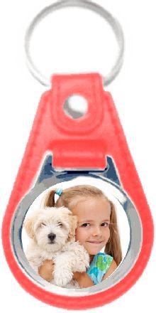Kijk, mijn eigen sleutelhanger met die kleine meid. Leuk zelf hoef jij er maar één te bestellen.