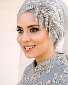 Image may contain: 1 person, closeup Hijab Dress Party, Muslim Wedding Dresses, Muslim Brides, Hijab Turban Style, Mode Turban, Hijab Chic, Bridal Hijab Styles, Hijab Style Tutorial, Hijab Bride