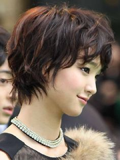 Japanese hairstyles, Short layered haircut.