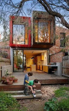 Andrew Maynard, has just unveiled a dreamy new addition to the back of an old Victorian Rowhouse in the Melbourne suburb of Fitzroy, Victoria. Only 15 feet wide, the Moor House is a beautiful mullet of a residence--business in the front, party in the back.