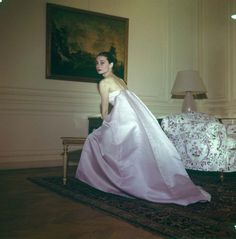 Audrey Hepburn at a Givenchy fitting,Rome, 1958 Audrey Hepburn Givenchy, Audrey Hepburn Style, Marlene Dietrich, Old Hollywood Glamour, Golden Age Of Hollywood, Classic Hollywood, Brigitte Bardot, Audrey Hepburn Children, My Fair Lady