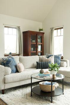 Light and bright living room design #interiordesign