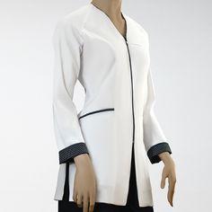 Uniformes sanitarios diseñados para ópticas, clínicas y farmacias. Spa Uniform, Scrubs Uniform, Cute Scrubs, Lab Coats, Scrub Jackets, Medical Design, Medical Scrubs, Nursing Clothes, Office Fashion