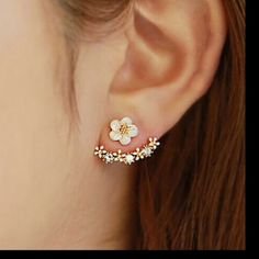Rhinestones daisies flower cuff earrings studs Super Cute daisy flowers earrings.  Material-alloy.  Please use offer button for any offers‼️ Jewelry Earrings