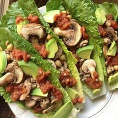 Delicioso !!!  Tacos de lechuga,pollo,aguacate,champiñones