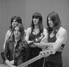 The Top Ten Female Bass Guitar Players