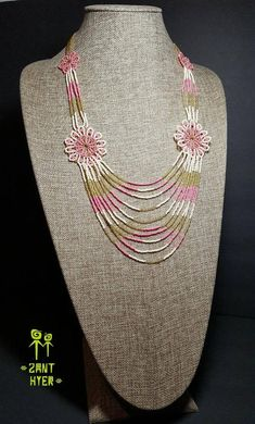Huichol Flower Necklace, handmade beadwork, mexican handcrafted necklace, mexican art, more than 2000 beads Beaded Necklace Patterns, Beaded Jewelry Designs, Beaded Earrings, Seed Bead Necklace, Flower Necklace, Beard Jewelry, Super Duo Beads, African Necklace, Fabric Jewelry