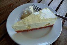 La torta ricotta e pere è una ricetta di quelle che conquistano sin dal primo assaggio: una base croccante e una crema morbida alla frutta. Da provare! Ricotta, Cheesecake, Desserts, Recipes, Food, Cakes, Dolce, Cream, Tailgate Desserts