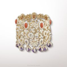 Crépuscule d'Orient bracelet, Pierres de caractère - Variations collection Pink gold, round diamonds, cabochon-cut pink coral, amethyst beads The Crepuscule d'Orient bracelet from the Pierres de Caractère – Variations collection suggests Oriental embroidery. The stone combination of coral and amethyst was a frequent theme in Van Cleef