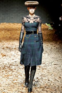 See the complete McQ Alexander McQueen Fall 2012 Ready-to-Wear collection.