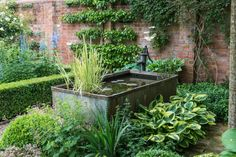 Why You Should Invest In Simple Water Features For Your Home Garden – Pool Landscape Ideas Back Gardens, Small Gardens, Outdoor Gardens, Water Features In The Garden, Garden Cottage, Water Garden, Garden Pond, Garden Structures, Garden Spaces
