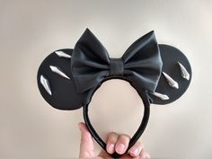 Black panther Disney ears! @brooksonmain Diy Disney Ears, Disney Bows, Disney Diy, Disney Crafts, Disneyland Vacations, Bow Art, Disney Headbands, Avengers Imagines, Family Cruise
