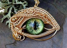 The Beading Gem's Journal: Woven Wire Evil Eye Jewelry by Twisted Sister Arts I'm not into the eye gem, but the wire work is very skilled. Wire Pendant, Wire Wrapped Pendant, Wire Wrapped Jewelry, Metal Jewelry, Glass Jewelry, Diy Schmuck, Schmuck Design, Craft Eyes, Bijoux Fil Aluminium