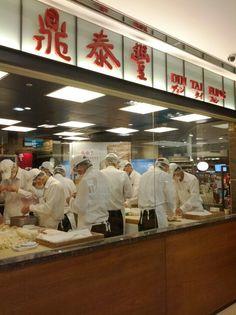 metro: Banqiao Station Exit 3.  at 大遠百 B1 . #SimplyVeggie. DinTaiFung's 18-Fold steamed dumpling (xiaolongbao) in Taipei. #Taiwan 台北 鼎泰豐 小籠包