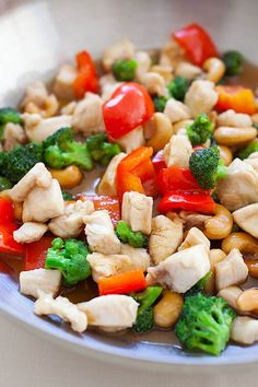 Honey Cashew Chicken - Made with chicken and cashew nuts in a savory honey sauce. Super delicious and easy recipe that takes 15 minutes to make.