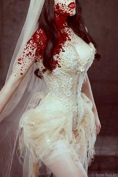 Threnody in Velvet:Bride of Dracula (Iberian Black)    nomnomnom