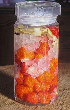 Erdbeerlikör, ein tolles Rezept mit Bild aus der Kategorie Sommer. 37 Bewertungen: Ø 4,0. Tags: Frühling, Getränk, Likör, Sommer