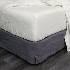 http://linenshed.com/collections/washed-linen-chalk/products/linen-fitted-sheet-chalk