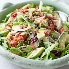 Cabbage with Avocado and Crispy Bacon Salad. Healthy Low Carb Recipes, Raw Food Recipes, Healthy Cooking, Asian Recipes, Healthy Eating, Cooking Recipes, Rabbit Food, Slow Food, Mango