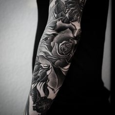 Alexander Grim, tattoo artist - The VandalList Alexander Grim, Ma Tattoo, Rose Tattoos, Tattoo Designs, Tattoo Ideas, Unique Tattoos, Tattoos For Guys, Tattoo Artists, Tatting