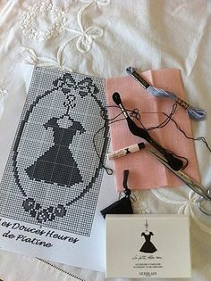 free pattern - little black dress by Piatine/ is this a little kit? Would a chart business card be neat? Free Cross Stitch Charts, Cross Stitch Freebies, Cross Stitch Heart, Cross Stitch Alphabet, Cross Stitch Kits, Cross Stitch Designs, Cross Stitch Patterns, Cross Stitching, Cross Stitch Embroidery