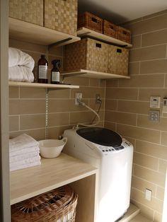 イメージ 1 Small Laundry, Laundry Room, Laundry Area, Muji Home, Laundry Drying, My House Plans, Towel Storage, Toilet Design, Studio Room