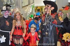 Carnestoltes Panxampla's y la Reina del Carnaval de Sitges 2013 en el Mercat Municipal