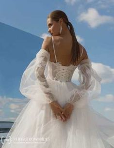 Strekoza 2020 Spring Bridal Collection – The FashionBrides Tulle Wedding Skirt, White Wedding Gowns, Bohemian Wedding Dresses, Ivory Wedding, Bridal Dresses, Reign Fashion, Simple Gowns, Lace Top Dress, Queen