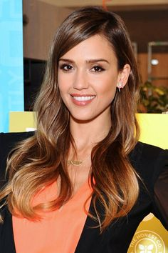 Our hair icon, Jessica Alba has the ultimate glossy ombre style. It looks completely natural and like she's spent all season in the LA sunshine, but we all know there was a clever hand behind it. Summer Hairstyles, Cool Hairstyles, Rebonded Hair, Jessica Alba Hair, Jessica Biel, Fall Hair Cuts, Waist Length Hair, Hair Icon, Celebrity Hair Colors