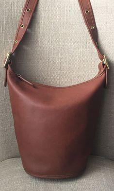 75839e59bd Vintage COACH Bucket Helen s Legacy 9953 British Tan Leather Crossbody  Handbag  Coach  Crossbody Coach