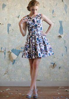 Vestido corto estampado de flores para damas de honor - Foto: Ruche