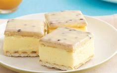 make an easy Vanilla slice with passionfruit icing using this recipe. From the people behind Recipes Plus and Australian Womens Weekly. Baking Recipes, Cake Recipes, Vanilla Recipes, Baking Ideas, Snack Recipes, Custard Slice, Vanilla Custard, Vanilla Frosting, No Bake Slices