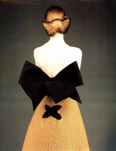 1988 Christian Lacroix - okay, so some things about the were worth looking back on Fashion Images, Fashion Details, Fashion Art, Editorial Fashion, Fashion Design, 80s Fashion, Christian Lacroix, Vintage Dresses, Vintage Outfits