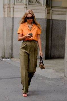 The Best Street Style From New York Fashion Week 2020 Source by ShopTahmi fashion urban chic Korean Fashion Summer Street Styles, New York Fashion Week Street Style, Cool Street Fashion, Style Fashion, Fashion Outfits, Fashion Styles, Fashion Beauty, Casual Outfits, Look Street Style