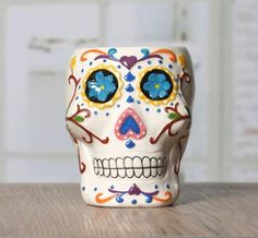 Inspired by Mexican folk art and Day of the Dead, this mug is a colorful addition to your morning routine. Ceramic 9 cm x 11,5 cm x 14 cm