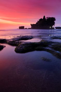 Pura Tanah Lot which becomes an island at high tide. Bali