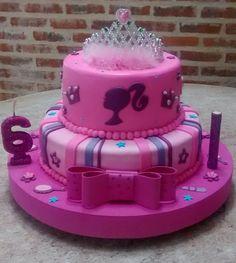 "Torta de princesa/ barbie ""TORTAS Endulzarte Endulzarte"" Barbie Theme Party, Barbie Birthday Cake, 4th Birthday Cakes, Birthday Cake With Flowers, Graduation Cupcakes, Bolo Barbie, Barbie Cake, Cupcake Cake Designs, Cupcake Cakes"