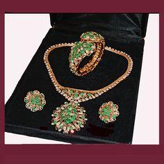 My Personal Collection - Exquisite jade green parure. Signed HATTIE CARNEGIE